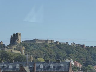 Castle View, central Scarborough, walking distance to beach & North Bay train.