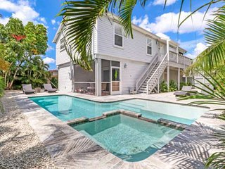 Modern Beach House, Perfect for Families! Walk to Beach & Bay! Free Parking & Fr