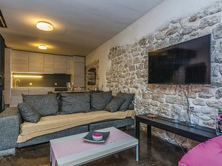 Amazing home in Zadar w/ WiFi and 4 Bedrooms