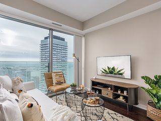 Modern & Rustic Downtown Condo (Beautiful Views)