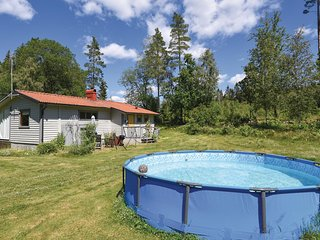 Nice home in Fristad w/ Outdoor swimming pool and 2 Bedrooms
