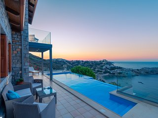 Villa Ligaria-Infinity heated pool-sea view-stone luxury villa