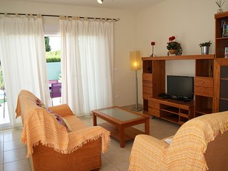 Setla Villa Sleeps 6 with Pool Air Con and WiFi - 5813157