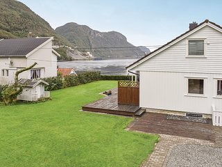 Beautiful home in Dirdal w/ WiFi and 5 Bedrooms