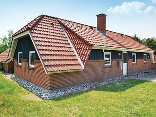Awesome home in Fanø w/ Indoor swimming pool, Sauna and 5 Bedrooms