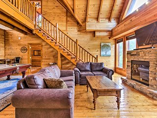 NEW! Pet-Friendly Pigeon Forge Cabin w/ Hot Tub!