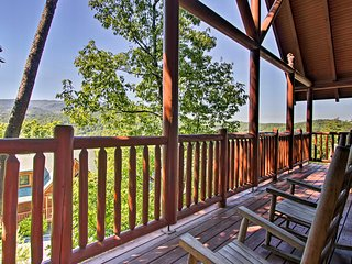 NEW! Cozy Cabin~4 Mi to The Island in Pigeon Forge