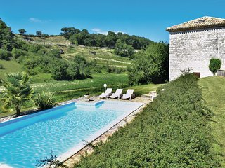 Nice home in Engayrac w/ Outdoor swimming pool and 5 Bedrooms