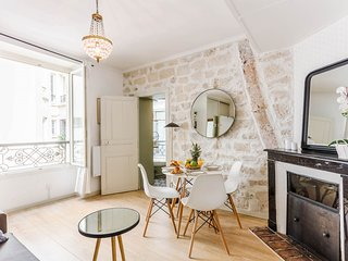 1044. LOVELY  1BR FLAT IN THE HEART OF RUE CLER