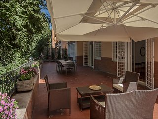 5 bedrooms. SAN SABA apartment in Testaccio for 12 people