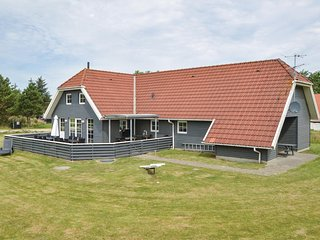 Awesome home in Blåvand w/ Indoor swimming pool, Sauna and 6 Bedrooms