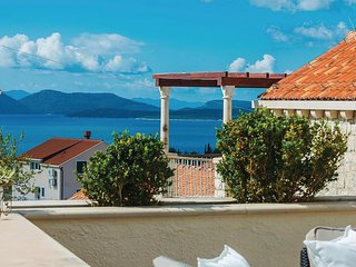 Beautiful home in Banici w/ 4 Bedrooms (CDD809)