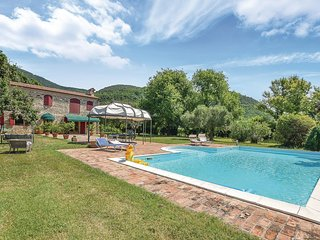 Awesome home in Vo' w/ Outdoor swimming pool and 2 Bedrooms