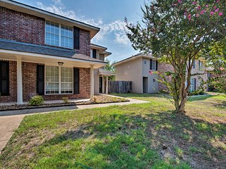 College Station Townhome - 1.4 Mi. to Campus!
