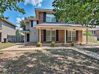 Event-Friendly Texas A&M Townhome Near Campus