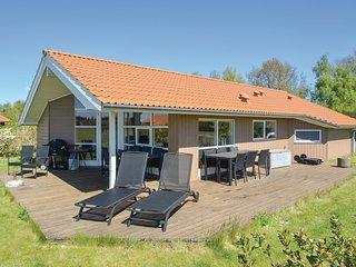 Nice home in Væggerløse w/ Sauna and 3 Bedrooms
