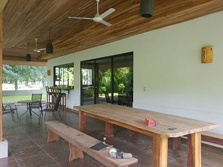 Tropical Garden and walking distance to the beach
