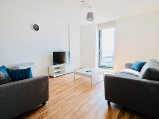 Brand New 3 Bed Media City High Rise W/ Gym