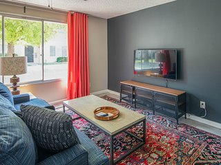 Stylish 3BR Townhome in Tempe by WanderJaunt
