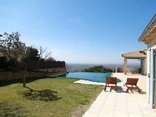 Location villa unique avec piscine et vue exceptionnelle sur la Provence