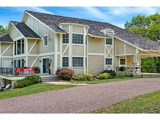 Lake Texoma's Finest Luxury Vacation Rental. 'Simply The Best'. Sleeps 20