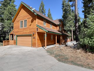 Spacious home w/ loads of indoor & outdoor entertainment - near lake & slopes!