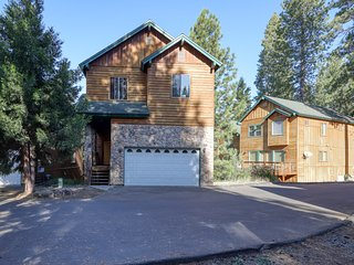 Splendid, spacious home w/ jetted tub, foosball - near lake, slopes, and town!