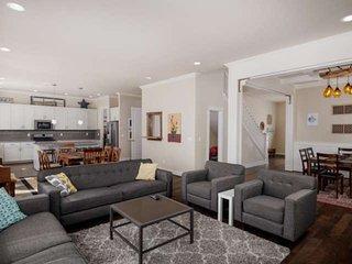 NW Portland Home, Huge Open Floor Plan, Walk to Parks for Families, Neighborhood