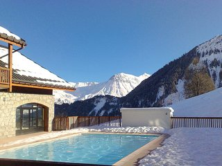 Appartement cosy et equipe, a 15m des pistes ! Piscine Chauffee + Local a Skis!