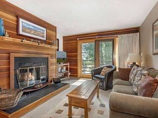 Largest 1 BR in Complex w/Large Deck and Great Clubhouse. Close to Skiing/Trails