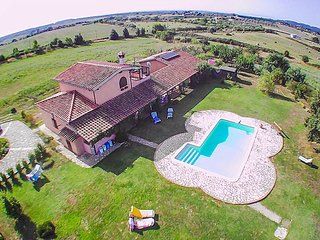 House with private pool 40km from Rome, 25km from sea. Panoramic views and quiet