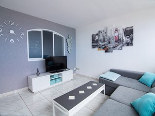 Claveles Two Bedroom Apartment with Sunny Terrace