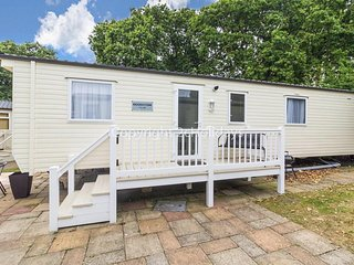 6 berth caravan for hire with decking at Haven Hopton in Yarmouth ref 80012CC