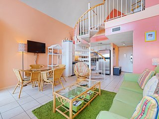 Cozy resort condo near the beach w/shared hot tub & pool