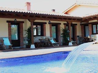 Apartamentos con piscina, chimenea en la naturaleza.Playas y restaurantes cerca