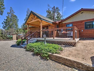 Cozy Townhome ~30 Min to Yosemite Nat'l Park!