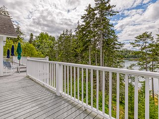 NEW LISTING! Bayfront home w/ beautiful views, large deck & shared dock- dogs OK