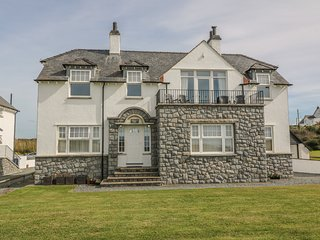 ANCHORAGE HOUSE, family friendly, luxury holiday cottage, with spa pool in