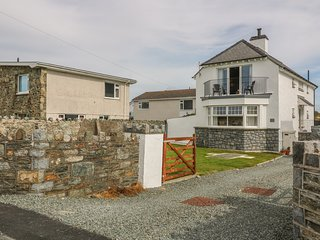 PORTH HOUSE, family friendly, luxury holiday cottage, with spa pool in