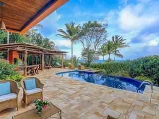 Linda casa com piscina e acesso a pe para Prainha