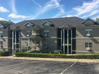 Branson Condo w/Patio & Pool Access on Golf Course