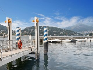 Lovely apartment with a balcony - walk to Lake Como, dining & more!