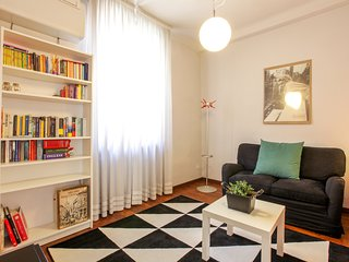Modern apt in  the heart of Milan - easy access to dining, shopping, sights