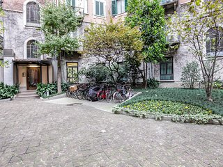 Chic, modern apartment in the heart of Milan - easy access to dining & sights