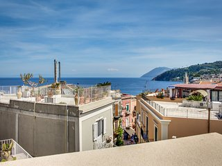Vibrant island apartment w/ terrace, amazing sea/city views & terrific location!
