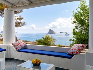 Dog-friendly villa in Panarea w/ a terrace & sea view