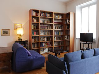 Comfortable, well-situated apartment in the heart of Milan - walk to everything!
