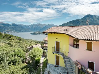 Charming & elegant getaway w/ private balcony, Lake Como & mountain views!