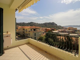 Charming apartment w/ spectacular sea views & great location!