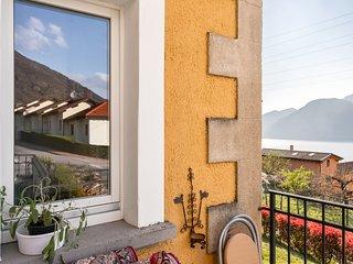 Colorful Bellano villa w/lake & mountain views, free WiFi!
